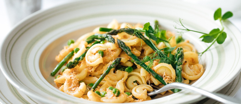 Crab, pea and lemon pasta topped with asparagus