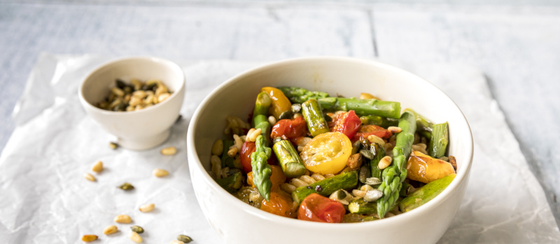 Roast tomato and asparagus pasta